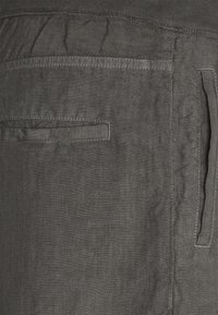 120% Lino - TROUSERS - Pantaloni - anthracite - 5