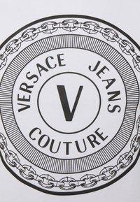 Versace Jeans Couture - MOUSE - Camiseta estampada - white - 7