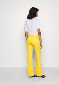 LOIS Jeans - BERUSKA - Trousers - lemon - 2