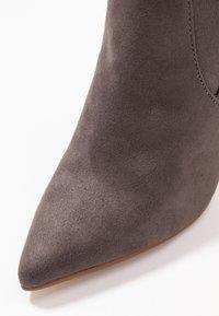 Steve Madden - DOMINIQUE - High Heel Stiefel - dark grey - 2