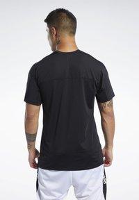 Reebok - Print T-shirt - black - 2
