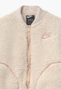 Nike Sportswear - SHERPA SHINE - Kurtka Bomber - orewood/praline - 2