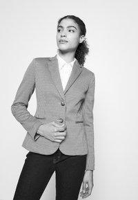 Lauren Ralph Lauren - SLOHN JACKET - Blazer - classic camel/multi - 3
