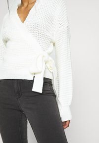 Missguided Petite - WRAP OVER TIE  - Cardigan - cream - 5