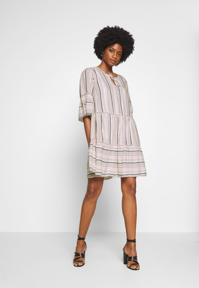 CUEBRU DRESS - Vestido informal - feather gray