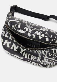 DKNY - TILLY BELT BAG GRAFFITI - Heuptas - black - 2
