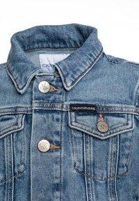 Calvin Klein Jeans - GIRLS TRUCKER  - Džínová bunda - blue denim - 2