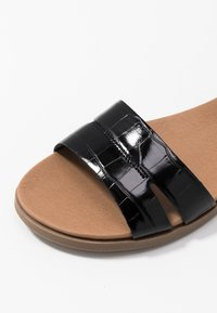 New Look Wide Fit - WITE FIT GOLLY GREAT COMFY FOOTBED - Sandaler - black - 2