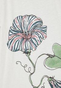 Soft Gallery - BASS  - Print T-shirt - snow white/primrose - 2