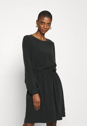 CAROLINDA - Korte jurk - black