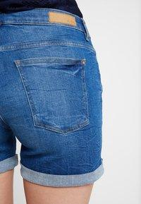 edc by Esprit - OCS MR - Denim shorts - blue medium wash - 5