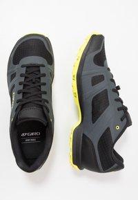 Giro - GAUGE - Cycling shoes - dark shadow/citron - 1