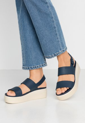BROOKLYN LOW WEDGE - Plateausandalette - navy/stucco