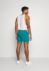 Nike Performance - Pantalón corto de deporte - blustery/blustery/silver - 2