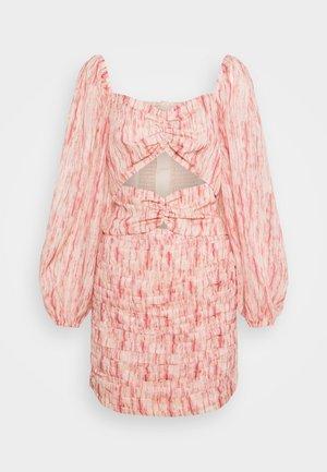 WHIRL DRESS - Kjole - pink burnout