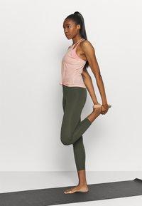 Nike Performance - POINTELLE TANK - Camiseta de deporte - arctic orange/orange pearl - 1