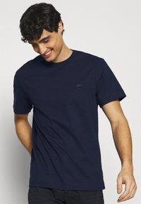 Lacoste - Basic T-shirt - dark blue - 3