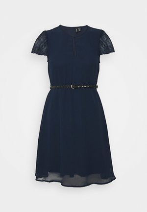VMNADIME CAPSLEEVE DRESS PETITE - Denní šaty - navy blazer