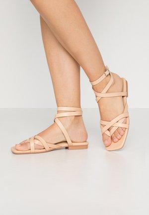EZRA - Sandály s odděleným palcem - nude