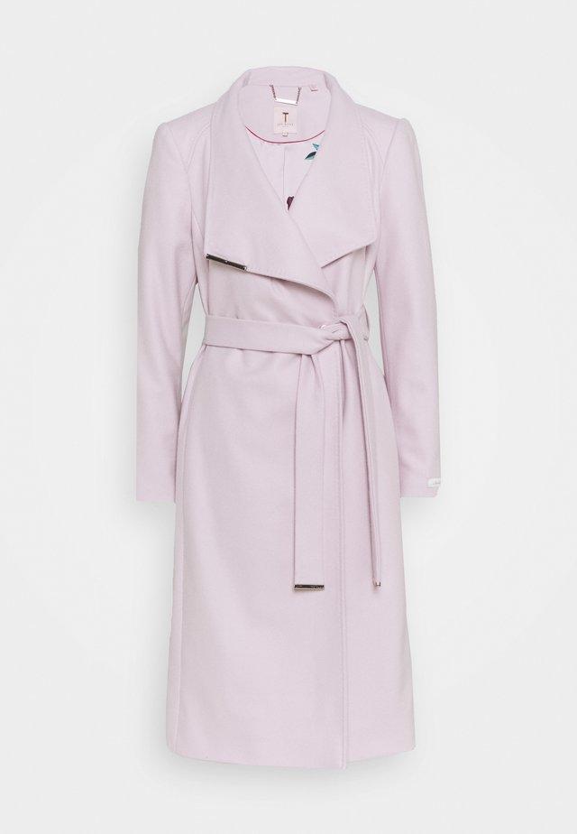 Mantel - dusky pink