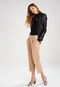 Selected Femme - SFMIO NOOS - Long sleeved top - black - 1