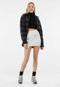 Bershka - MIT REISSVERSCHLUSS - Wrap skirt - stone - 1