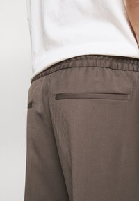 Filippa K - TERRY  - Trousers - taupe - 5