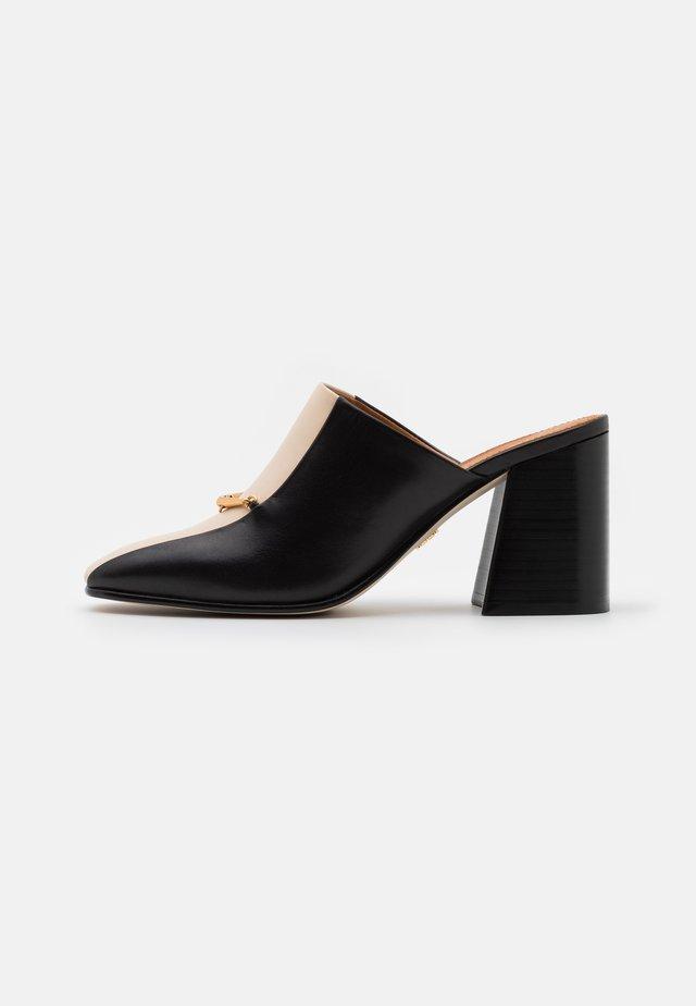 EQUESTRIAN LINK MULE  - Heeled mules - perfect black/dulce