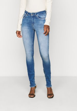 ONLBLUSH LIFE ANKRAW  - Vaqueros pitillo - medium blue denim