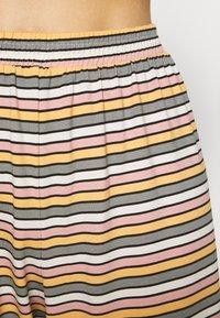 Monki - TAMRA - Pyjama set - beige/candy - 3