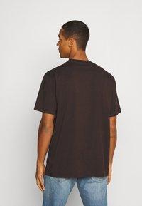 AllSaints - DROPOUT CREW - Print T-shirt - oxblood red - 2
