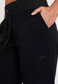 Casall - COMFORT PANTS - Träningsbyxor - black - 4