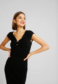 Forever New - CLAUDETTE RING DRESS - Etuikleid - black - 0