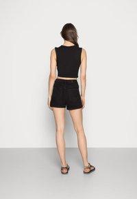 Vero Moda - VMNINETEEN MIX - Short en jean - black - 2