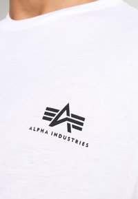 Alpha Industries - T-shirt imprimé - white - 5