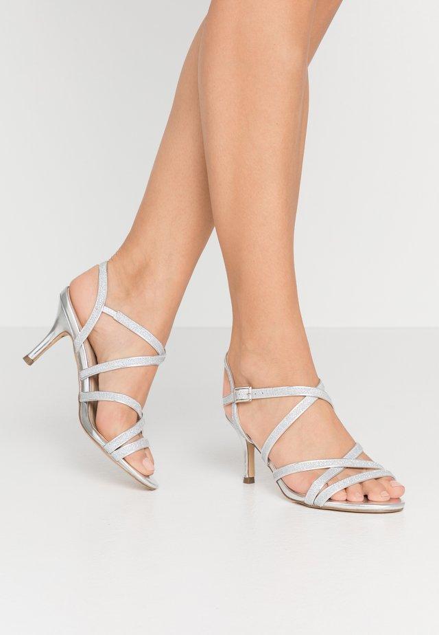 HESPER - Sandaalit nilkkaremmillä - silver