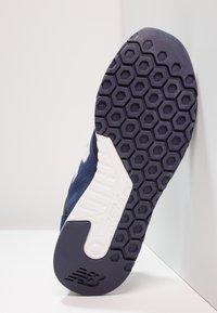 New Balance - MRL247 - Sneakersy niskie - navy - 4