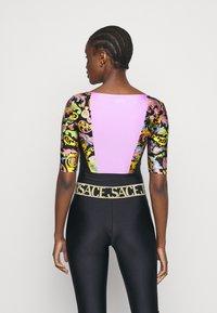 Versace Jeans Couture - LADY BUSTIER - Triko spotiskem - black - 2