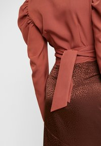 Missguided - PUFF SLEEVE WRAP CROP - Blouse - rust - 5