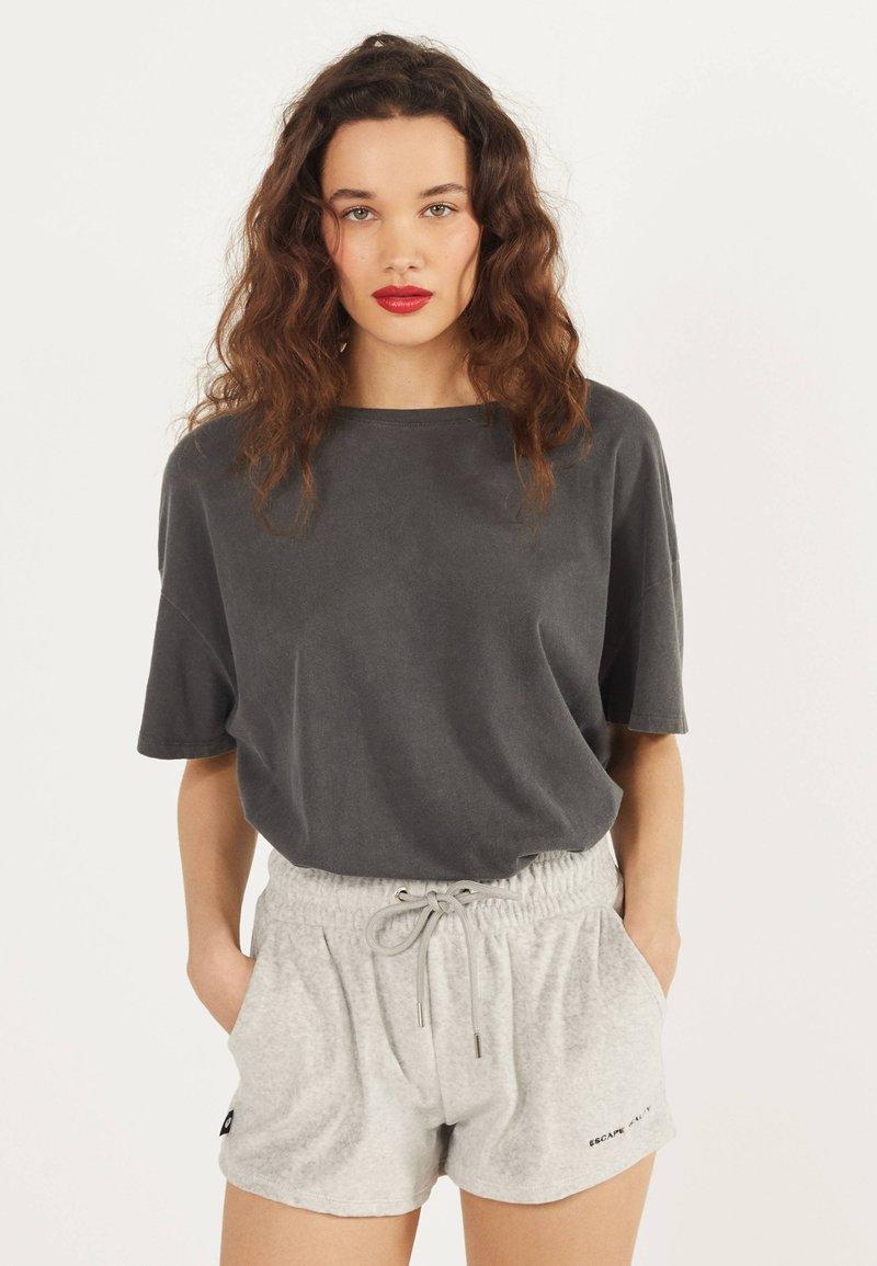 Bershka - Shorts - light grey