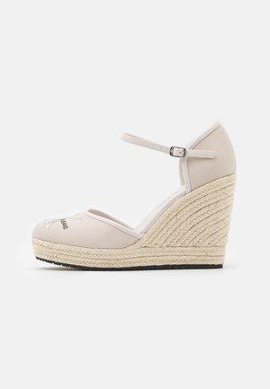 WEDGE CLOSE TOE  - Zapatos de plataforma - white sand