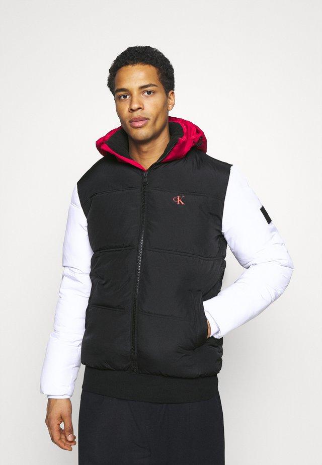 COLOURBLOCK PUFFER - Winterjas - black/ white / red