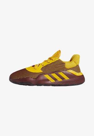 PRO BOUNCE 2019 LOW SHOES - Basketbalschoenen - red