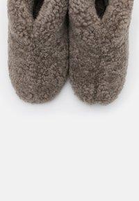 Shepherd - ULLA  - Slippers - stone - 5
