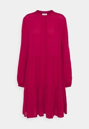 FQFLOW SOLID - Košilové šaty - red bud