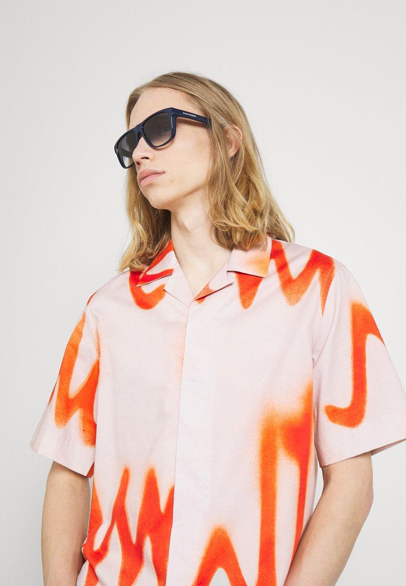 Alexander McQueen - UNISEX - Sunglasses - blue