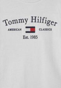 Tommy Hilfiger - ARTWORK  - Maglietta a manica lunga - white - 2