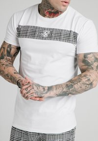 SIKSILK - PANEL SMART TEE - T-shirt con stampa - white - 4