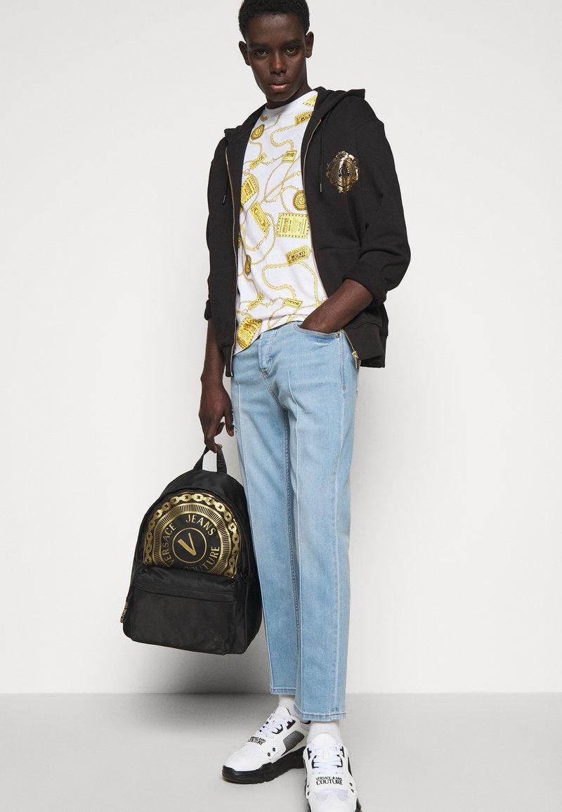 Versace Jeans Couture - UNISEX - Mochila - black/gold