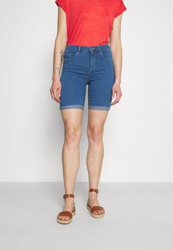 ONLRAIN LIFE MID LONG - Denim shorts - medium blue denim